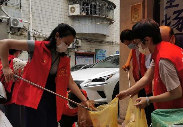 盛光社区新时代文明实践站:雨中志愿服务 建设文明家园