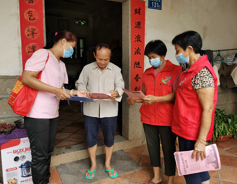 双岭村幸福院:入户宣传金融风险知识