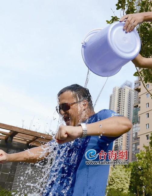 厦门市民积极参与冰桶挑战 关爱渐冻人 城