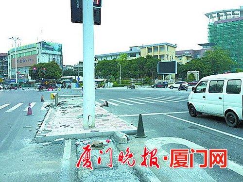 目前,前移停车线,安全岛,调头区施工基本完毕,正在迁移红绿灯,预计8月
