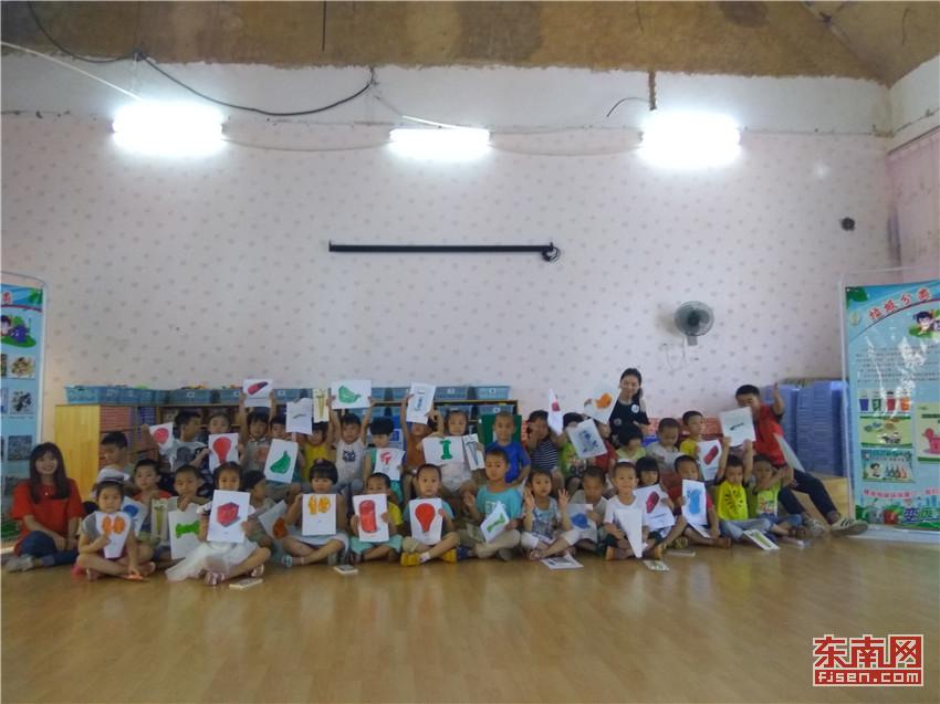 """书院牵手集美区实验幼儿园举办""""社区书院进社区垃圾分类迎金砖""""活动."""